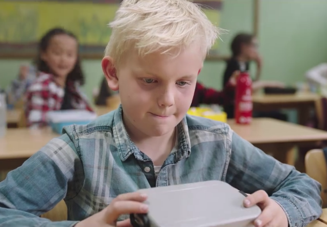 Vídeo tocante alerta para problema global: crianças que vão com fome pra escola