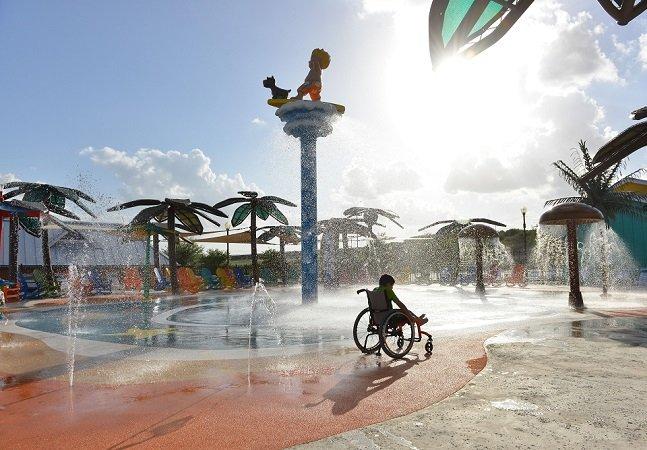 Conheça o primeiro parque aquático do mundo para pessoas com deficiência