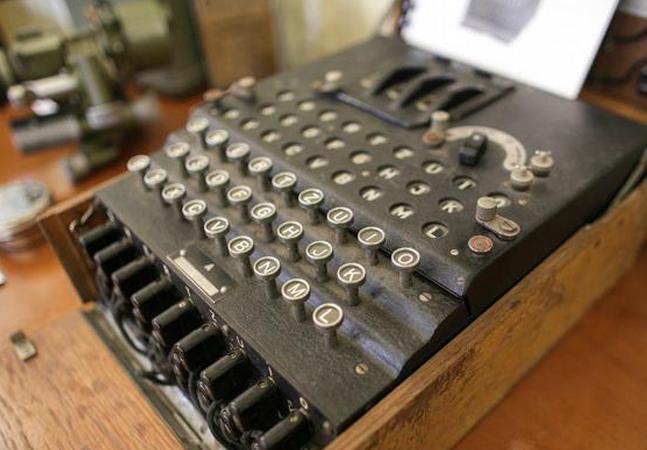 Máquina de criptografia nazista é leiloada por R$ 165 mil