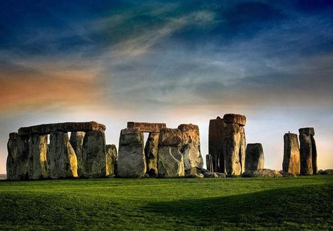 Câmara fúnebre com mais de 6 mil anos é encontrada por arqueólogos perto de Stonehenge