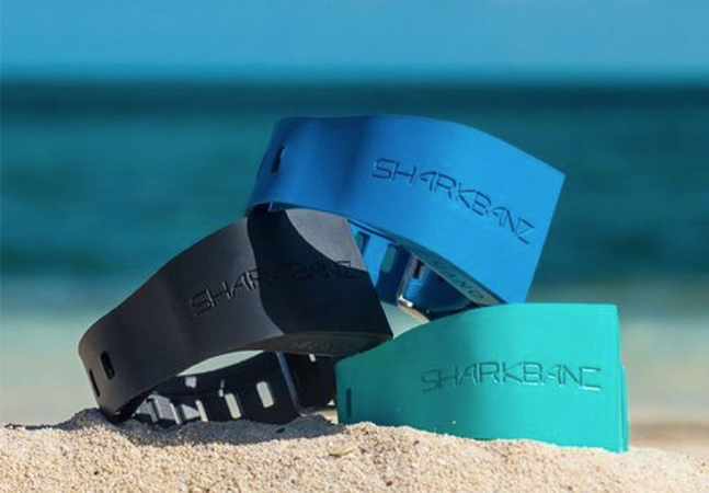 Esta pulseira ajuda a proteger surfistas e mergulhadores dos tubarões