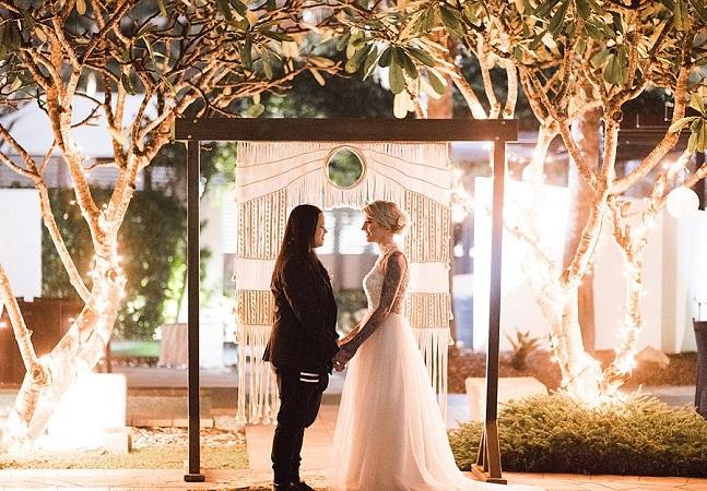 Casal 'grávido' estreia nova legislação para uniões homoafetivas da Austrália