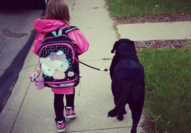 Ela foi aconselhada a não adotar um cão logo que tivesse seu bebê mas não deu ouvidos