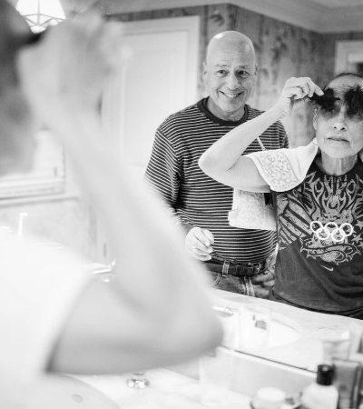 Fotógrafa retrata a luta de seus pais contra o câncer em ensaio tocante