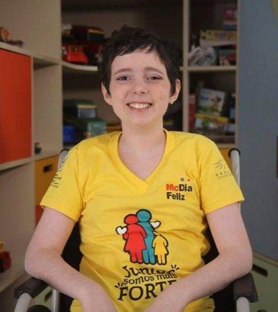 Lorena, a garotinha encantadora do Careca TV, anunciou que está curada e a gente explodiu de alegria