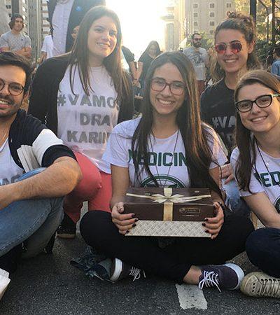 Amigos se mobilizam para ajudar estudante a pagar faculdade de medicina
