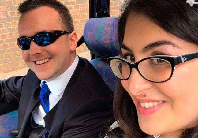 Mulher procura companhia no Twitter para ir ao casamento da irmã… e acaba encontrando um noivo