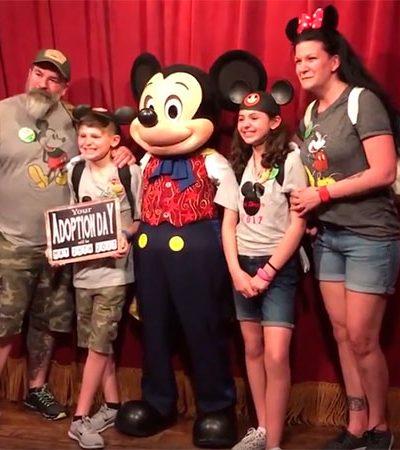 [Vídeo] Irmãos órfãos recebem do Mickey notícia que mudará suas vidas