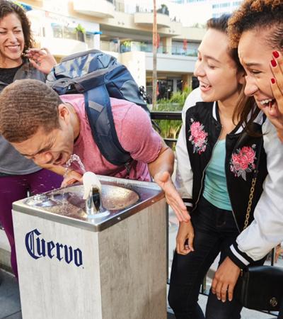 José Cuervo instala bebedor de TEQUILA em Los Angeles