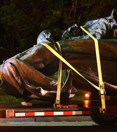Baltimore não se intimida com marcha nazista e derruba também suas estátuas de líderes confederados