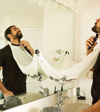 Para evitar os rastros de barba na pia, ele inventou um inusitado 'babador' para os pelos