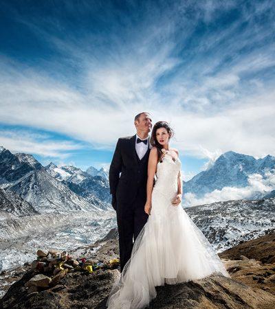 Eles decidiram se casar no alto do Evereste e as fotos são de tirar o fôlego