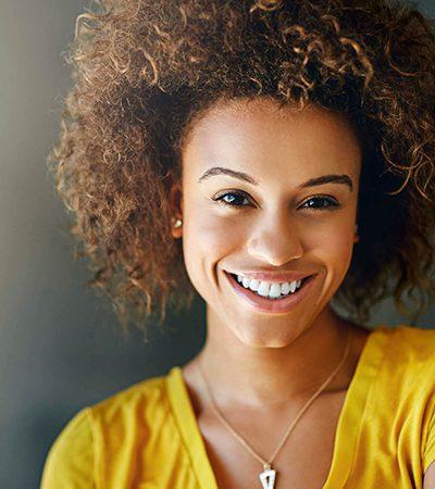 As buscas por cabelo cacheado superaram as por cabelo liso pela primeira vez na história do Google no Brasil