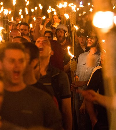 Facebook reage a marcha de Charlottesville e deleta páginas de grupos neonazistas