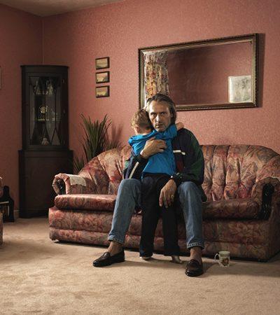 Fotógrafo cria série íntima para retratar a relação com seu pai, um empreiteiro que declarou falência e se dedicou ao crime
