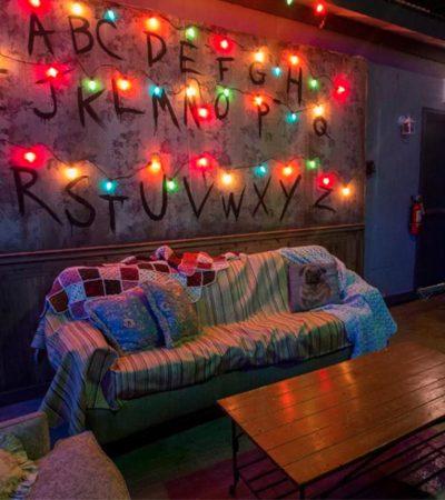Qual um drinque invertido no bar temático de Stranger Things?