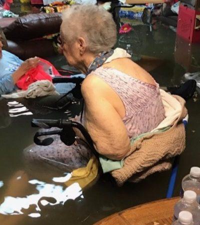 A foto que viralizou nas redes sociais e ajudou a salvar a vida de 15 idosos no meio do furacão no Texas