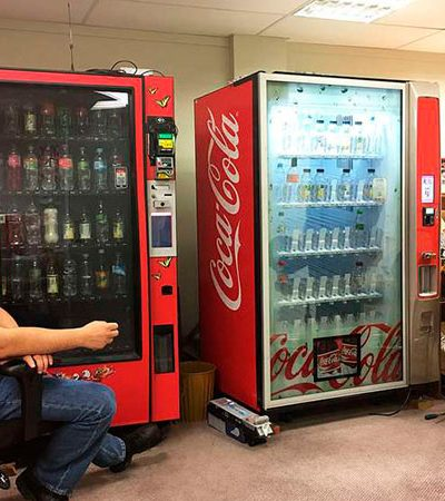Vending machine usa inteligência artificial para permitir que você compre uma bebida para estranhos ao redor do mundo