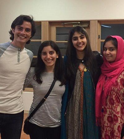 Garota convida pessoas a jantar com sua família muçulmana porque essa é a melhor forma de combater o preconceito