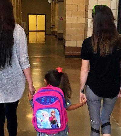 O relato viral sobre uma mãe e a namorada de seu ex educando a filha juntas