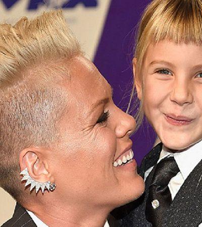 Pink compartilha conversa com a filha de 6 anos sobre amor próprio em seu discurso inspirador no 'VMA 2017'