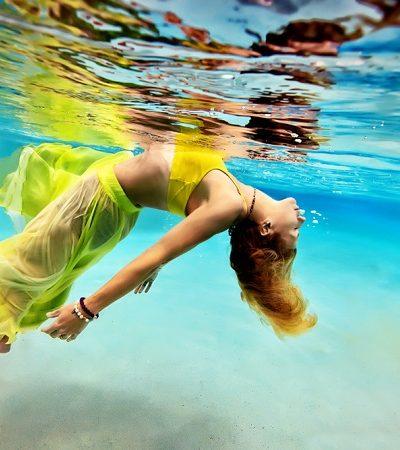 Yoga subaquática é tudo o que você vai desejar no verão