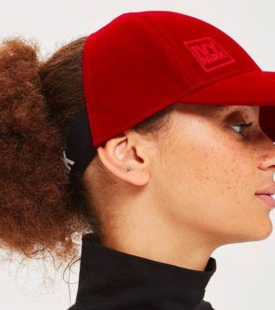 Marca de roupas de Beyoncé lança boné especial para pessoas com cabelos crespos e cacheados