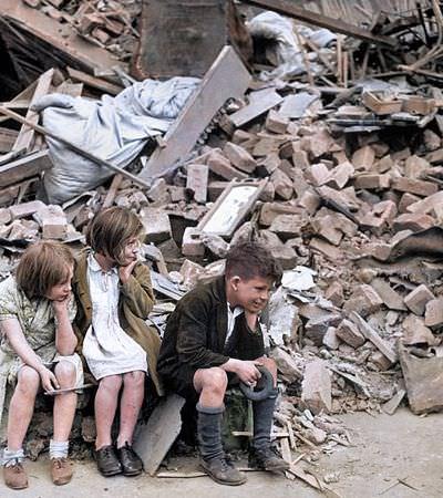 Impressionantes fotografias coloridas digitalmente mostram bombardeio a Londres na Segunda Guerra