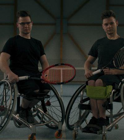 Irmãos cadeirantes com doença rara se tornam tenistas com ajuda de app
