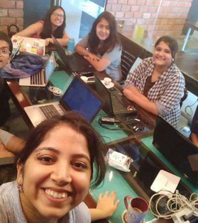 As mulheres indianas que estão corrigindo os preconceitos de gênero na Wikipédia página por página