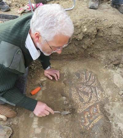 Arqueólogos amadores descobrem mosaico raro da Roma Antiga na Inglaterra
