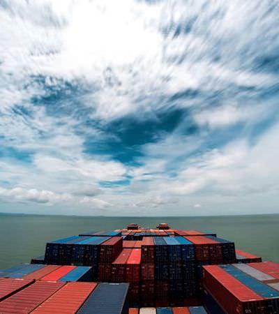 Vídeo time-lapse registra 30 dias de viagem pelo Mar Vermelho a bordo de um navio de carga
