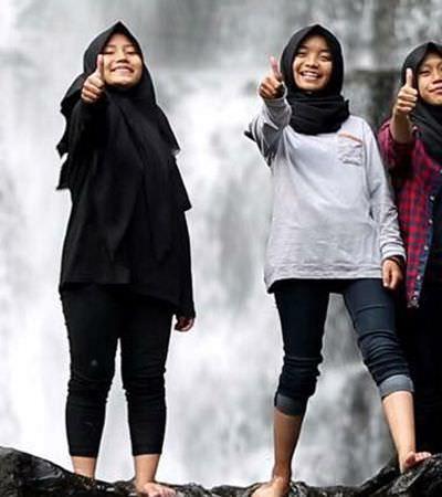 Trio de minas muçulmanas que usa o metal para desafiar padrões de gênero