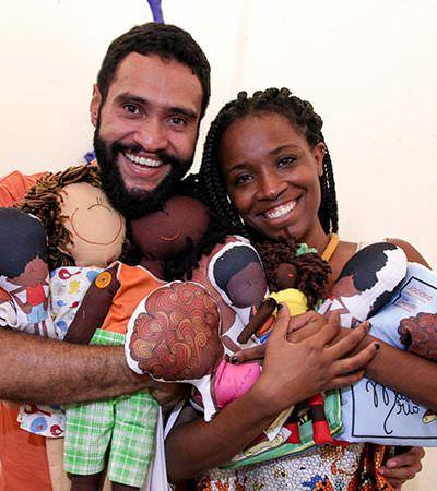 Baixada Fluminense vai ganhar fábrica de bonecas negras graças a casal empreendedor
