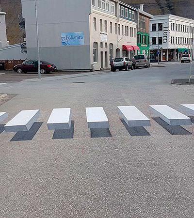 Faixas de pedestres 3D são testadas para reduzir atropelamentos