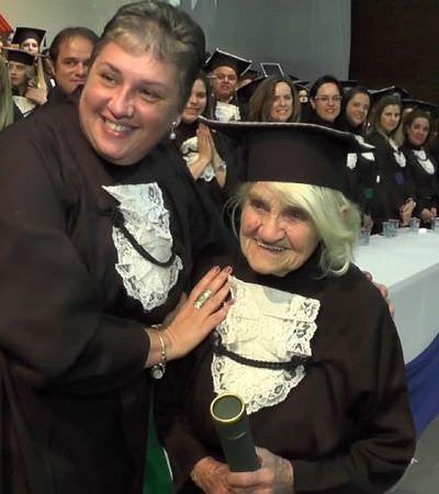 A imigrante italiana que se formou em nutrição aos 87 anos escreveu o TCC inteiro à mão