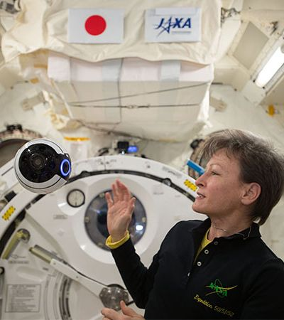 Mulher bate recorde dos EUA de permanência no espaço: um recorde que era dela mesma