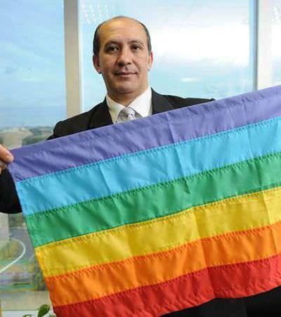 Líder LGBT pede aposentadoria em protesto contra liberação de 'cura gay'