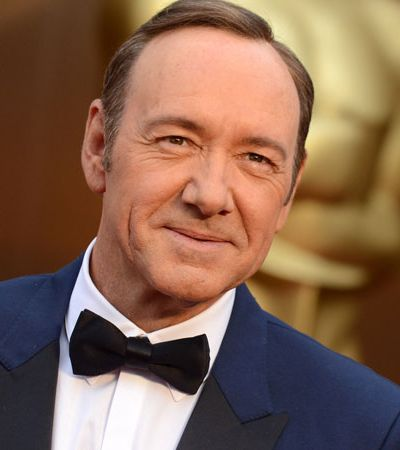 Após ser acusado de assédio sexual, Kevin Spacey se desculpa e assume ser gay