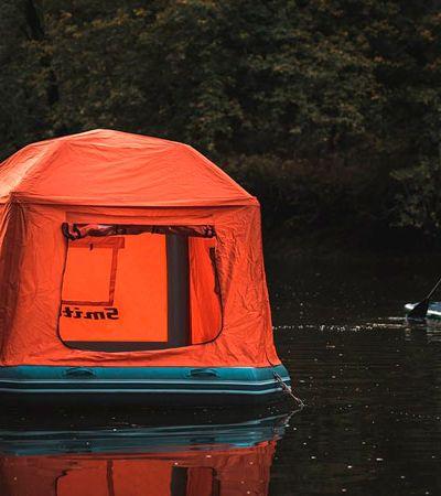 Suas viagens vão ficar ainda melhores com esta tenda para acampar na… água!