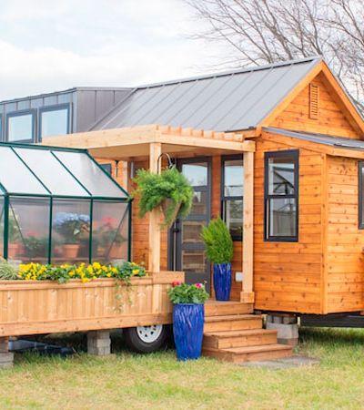 Mini casa móvel te permite passear pelo mundo com direito a estufa e varanda