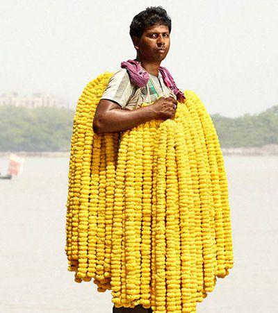 Fotógrafo faz lindo registro de vendedores de flores em Calcutá