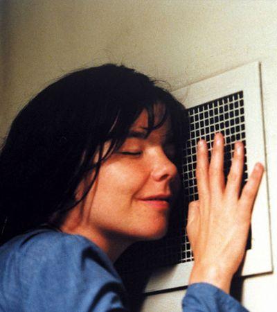 Björk relembra sua experiência de assédio com Lars Von Trier no cinema