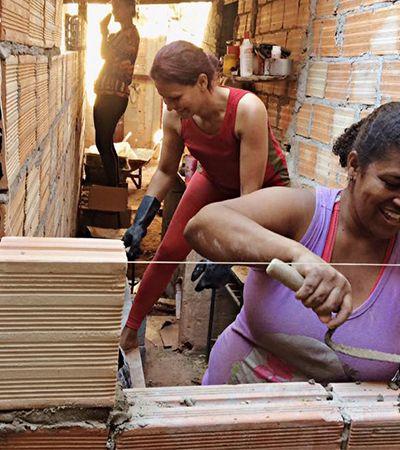 Projeto capacita mulheres de baixa renda em serviços de construção para promover autonomia