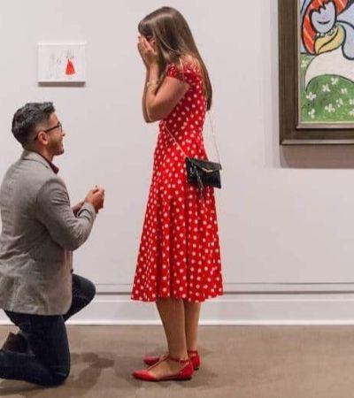 Ela foi pedida em casamento com 'quadro' só para ela dentro de um museu de NY