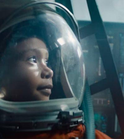 Itaú transforma Starman, de David Bowie, em Stargirl, uma poderosa astronauta negra