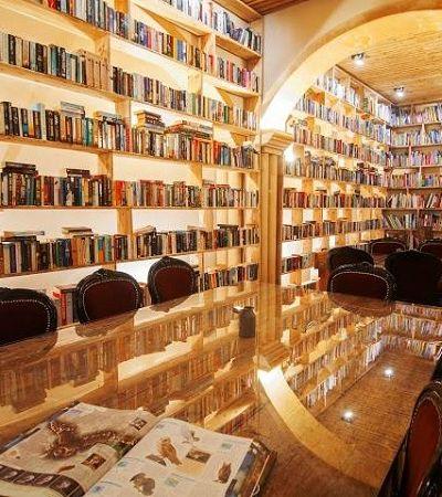 O maravilhoso hotel-biblioteca português que reúne mais de 50 mil livros