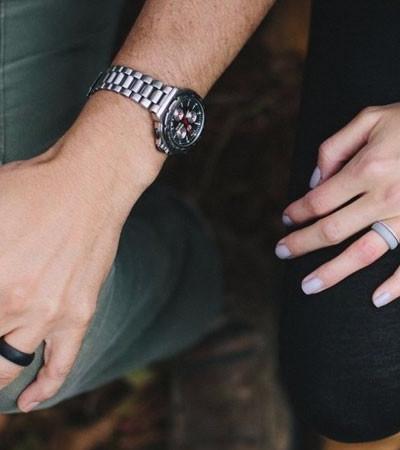 Alianças de casamento de silicone que custam até R$ 80 ganham força