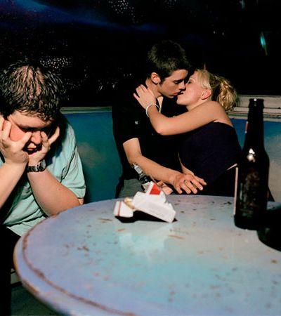 Série fotográfica registra as dores e delícias do amor na adolescência