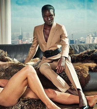 Marca expõe objetificação feminina fotografando homens nus ao lado de mulheres bem vestidas